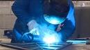 A Albi, un artisan fabrique des sapins de Noël en acier