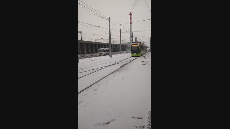 Станция метро Ладожская съёмка трамвай чижик на кольце
