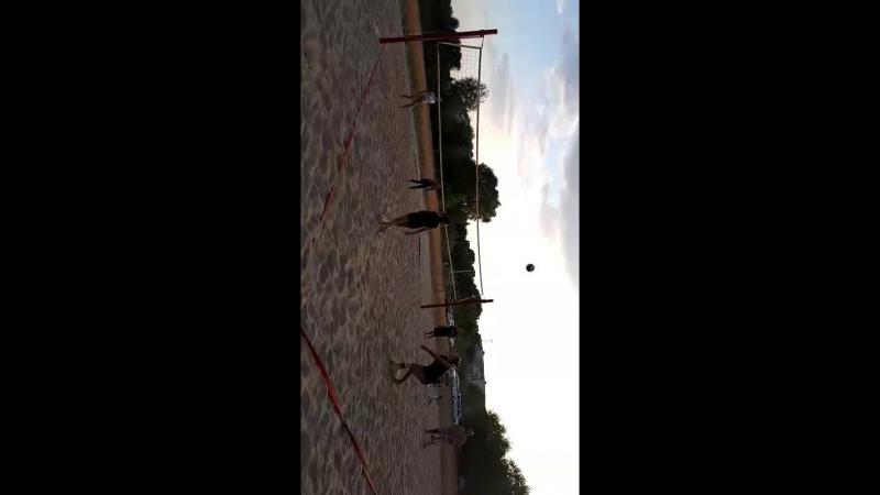 большой теннис на волейбольной площадке