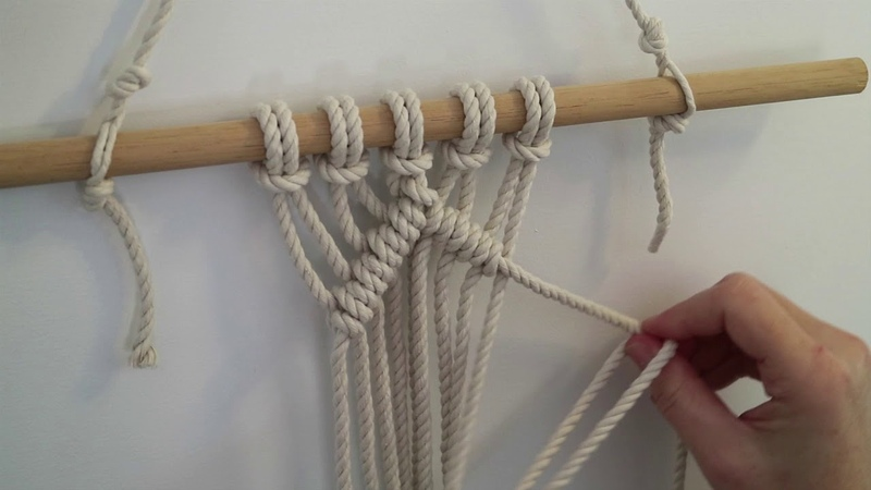 Diagonal double half hitch macrame knot