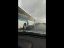 Автобус Калининград — Гусев мчится по мокрой трассе