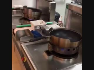 Cooking up that fire with this automatic kitchen🔥🔥🔥🔥