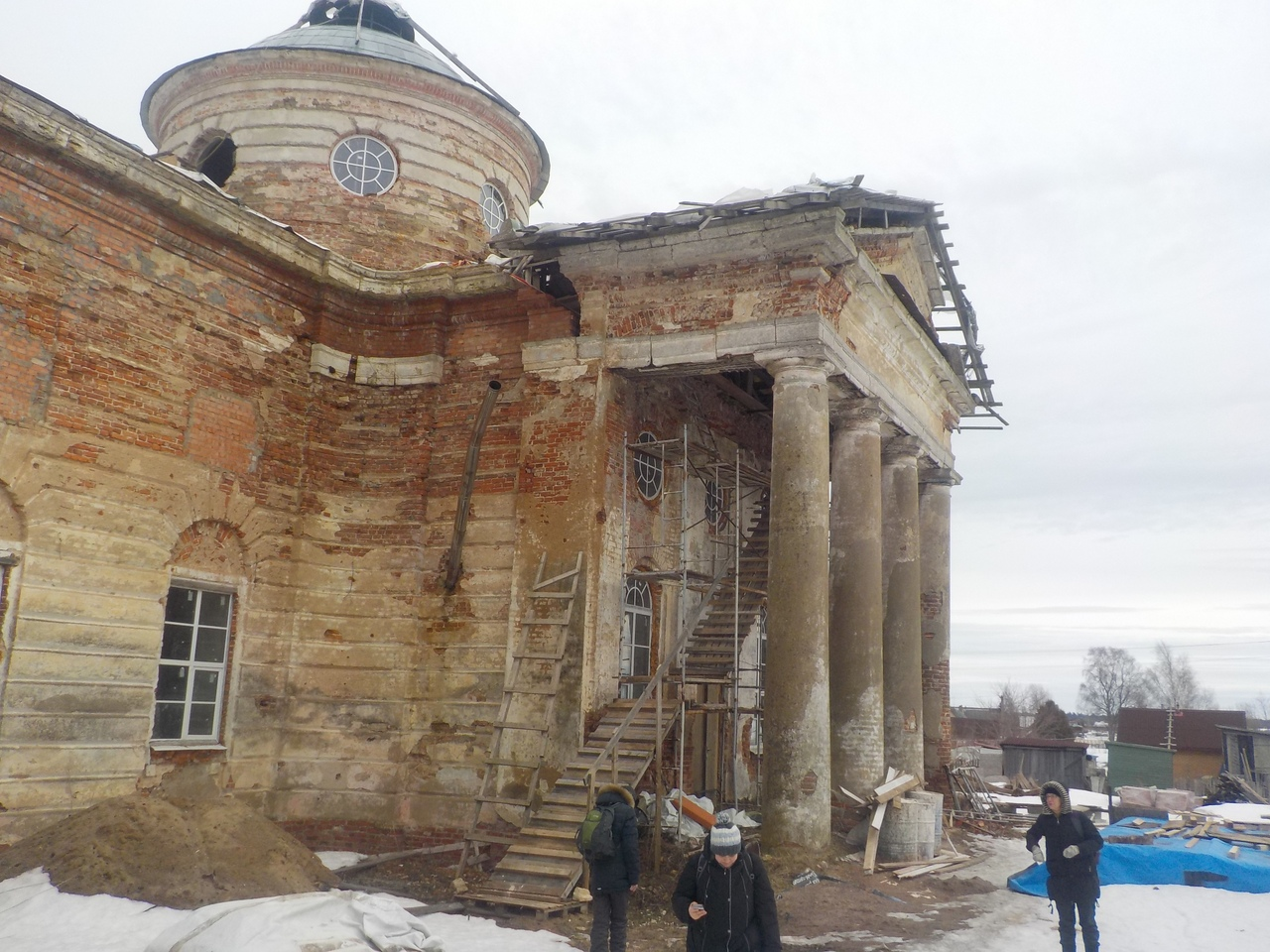 По Ломоносовскому району. Старинный храм в деревне Дятлицы