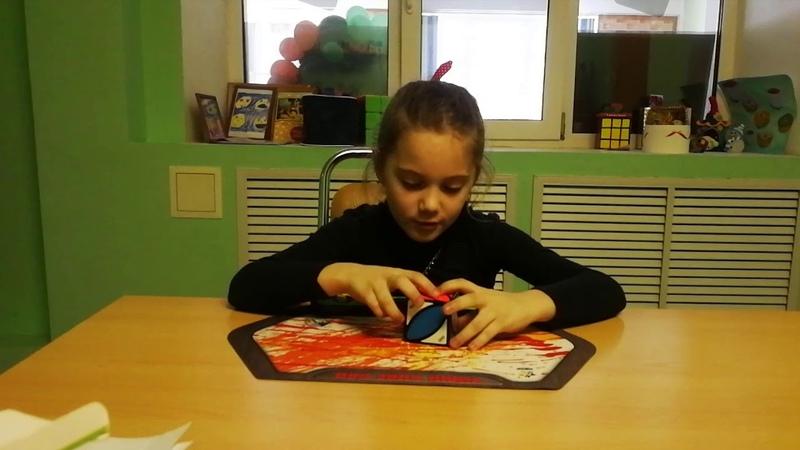 Жукова Полина собирает Айви куб