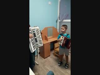 Музыкальные уроки игры на аккордеоне