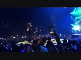 Drake исполняет трек «Nonstop» на концерте A$AP Rocky