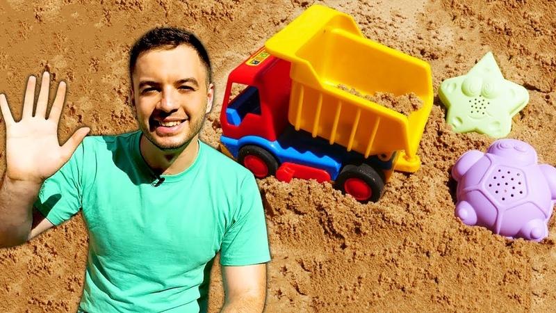Peppa Pig ile kum oyunları. Oyuncak kamyon kumu getiriyor.