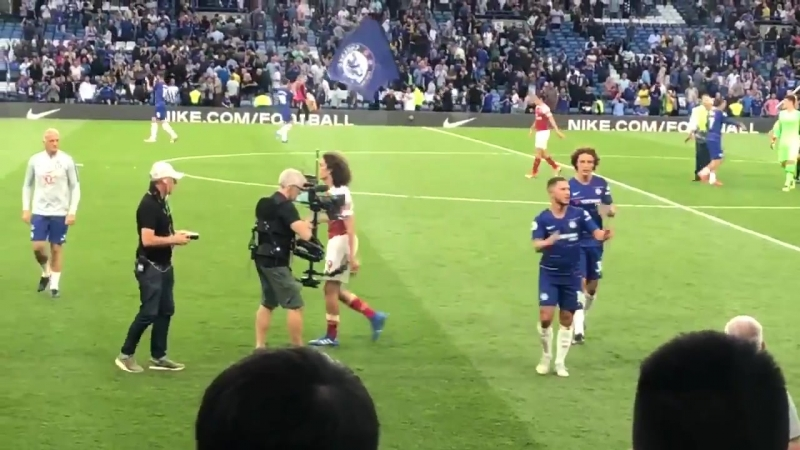 Matteo Guendouzi heads over to the Arsenal fans at full-time. CFCvAFC