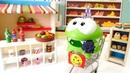 Om Nom alışverişe doyamadı Çizgi film oyuncakları ile market oyunu