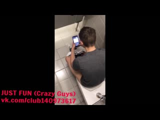Wanker in toilet europe* член хуй cock penis дроч wank jerk caught spy public