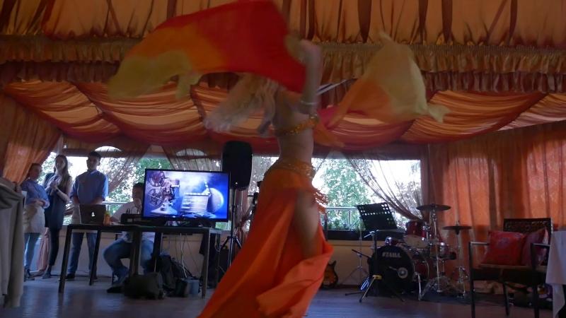 Жаркий восточный танец от красавицы Шанталь