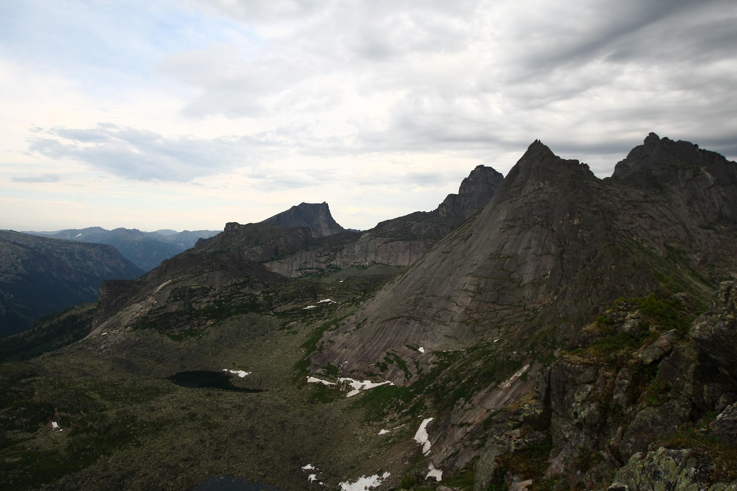 Вид с перевала Курсантов. Фото: Константин Бураков