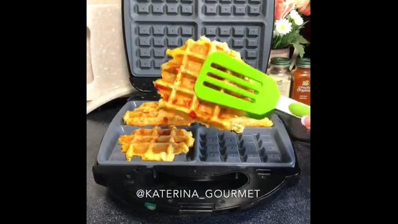 Вафли на завтрак ингредиенты указаны в описании видео