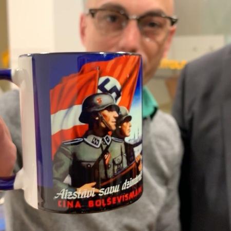 Армен Гаспарян:Приехал друг из Латвии. Привез модный подарок. Никакого нацизма...