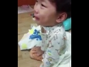 плачущий малыш, который всего-то хочет увидеть чонгука... это все ещё самое милое и трогательное видео фанбоя