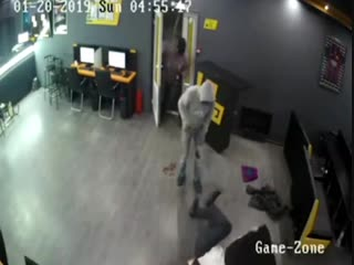 Грабители_жестоко_избили_охранника_букмекерской_конторы
