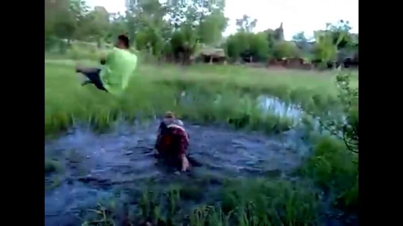 Пьяные мужики катаются на тарзанке ! Смотреть всем до конца