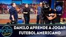 Danilo aprende a jogar futebol americano com a equipe de NFL da ESPN Brasil | The Noite (04/09/18)