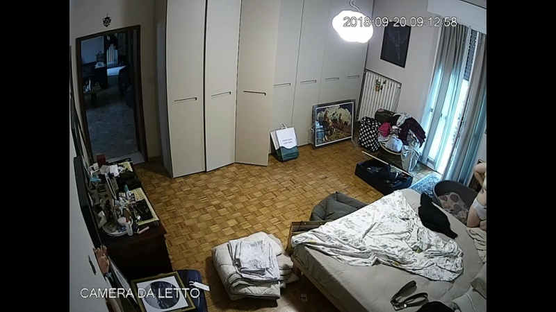 Сын поставил скрытую камеру в спальне родителей