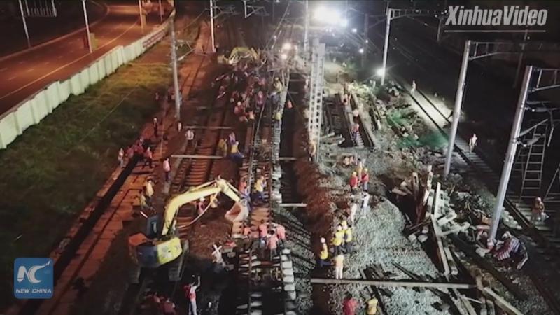 В Китае за 5,5 часа перенесли почти 40 километров железной дороги!