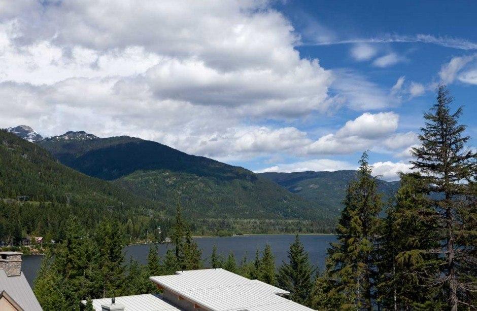 Роскошный дом в горах открывающий поразительный панорамный вид в Уистлере, Канада