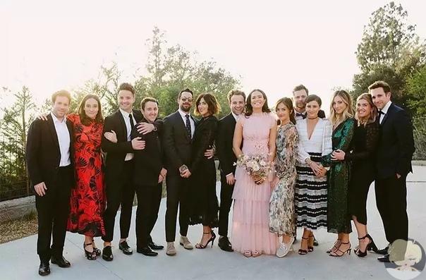 Мэнди Мур поделилась первыми свадебными фотографиями