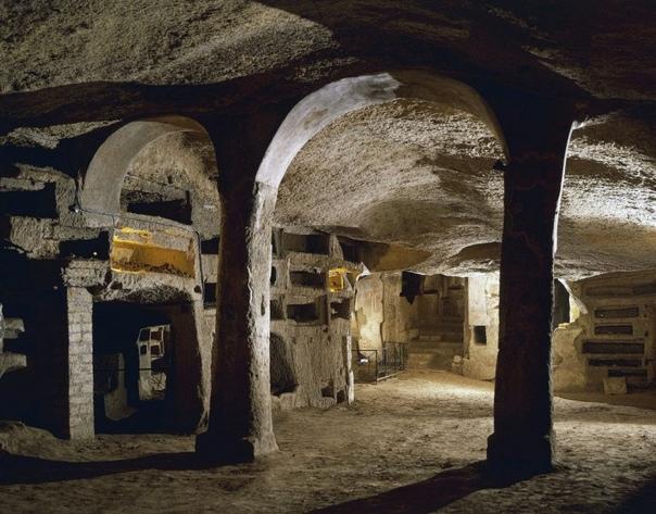 Катакомбы Сан-Дженнаро в Неаполе