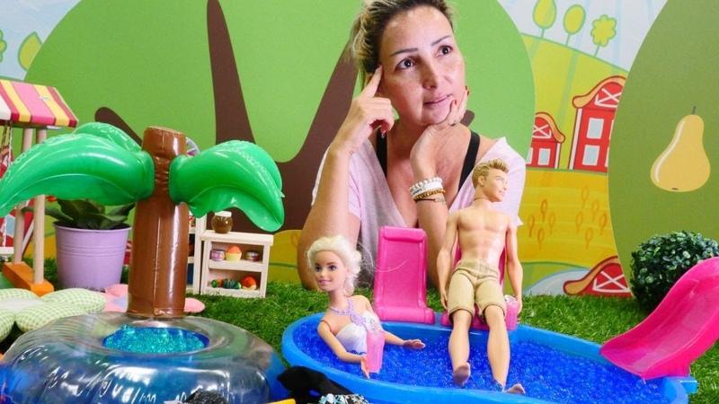 Barbie ve Ken bebeklerine isim buluyorlar. Özgenin kafesi