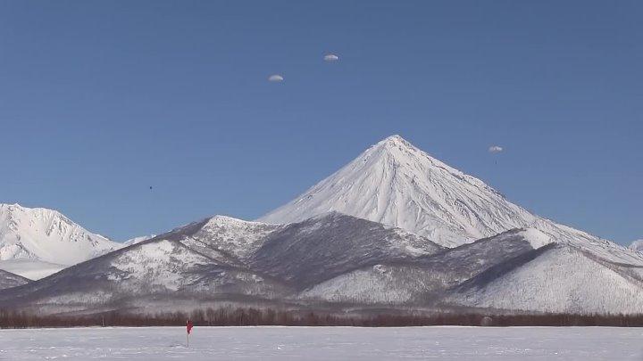 Первые учебные прыжки с парашютом морпехов ТОФ в 2019 году