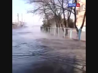 Канализационная авария в Хабаровске: по улицам города потекла