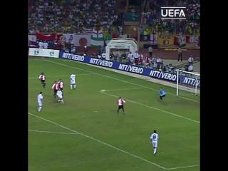 Гол Роберто Карлоса в Суперкубке УЕФА-2002