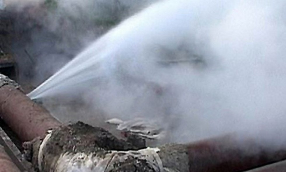 В микрорайоне Печорина прорвало трубопровод