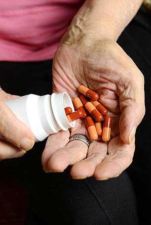 Аугментин и амоксициллин являются аналогичными антибиотиками, которые врачи назначают для лечения бактериальных инфекций.