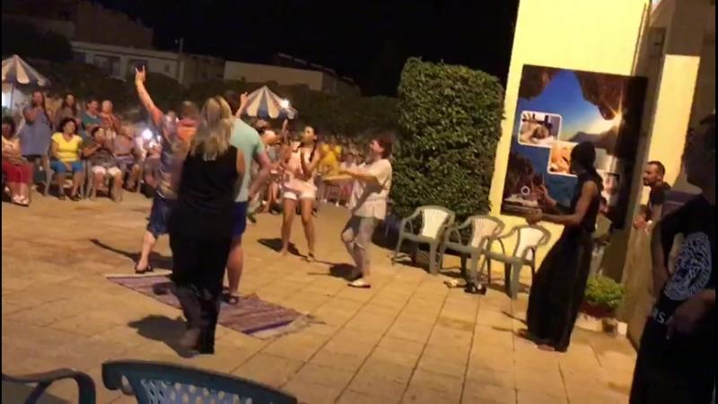 Выступление индуса Тунис