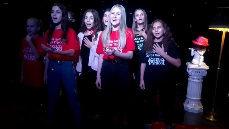 Репетиция в школе вокала Сергея Пенкина (кавер версия) Queen - we will rock you 🎼