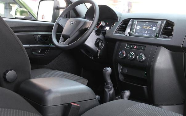 УАЗ обновил грузовичок Профи. Грузовичок появился в продаже чуть больше года назад, но обновления тем не менее потребовались. Улучшенный УАЗ Профи можно купить в дилерских центрах по цене от 774