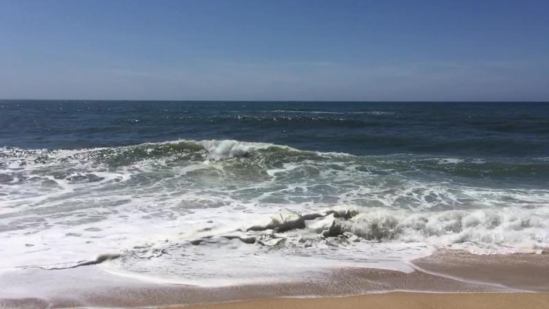 Северный пляж Nazaré Португалия Волны