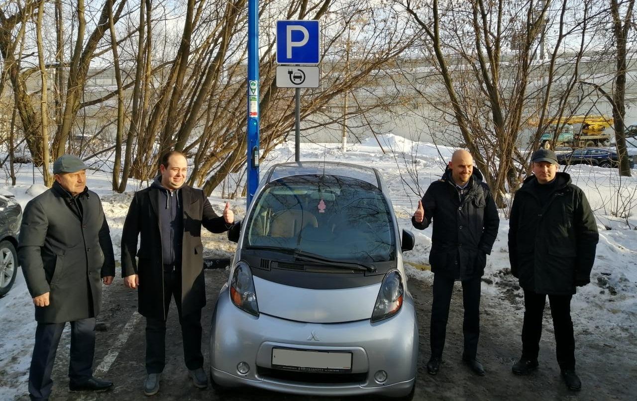 Министерство энергетики Подмосковья и «Ростелеком» открыли сотую «умную» опору уличного освещения в регионе