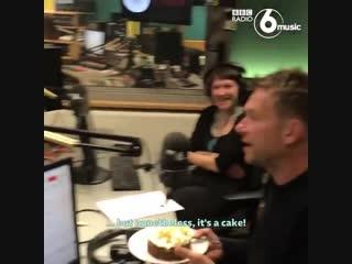 Damon Albarn surprises Steve Lamacq on his 25th anniversary at the BBC