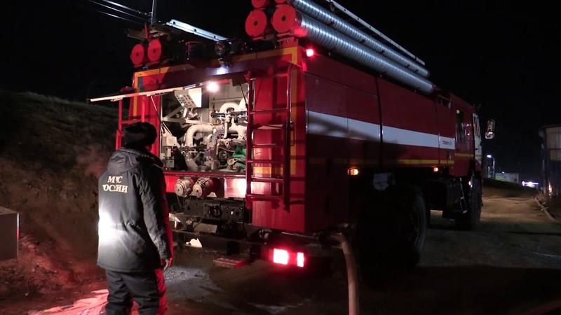 Пожар на барже-рефрижераторе в Затоне города Хабаровска ликвидирован