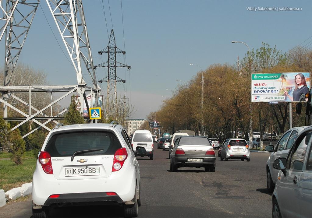 Дорожное покрытие на окраине Ташкента, Узбекистан 2019