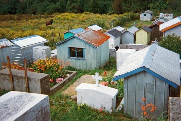 Дом для мертвеца Бразильский фотограф Рафэаль Милани снял традицию, о корнях которой никто не знает, —