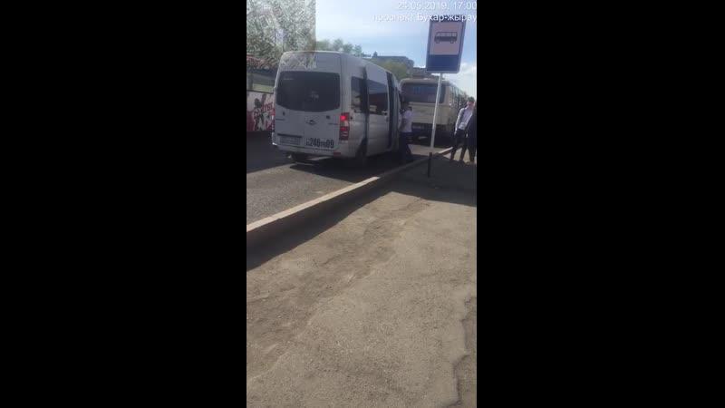 28) водителя белого микроавтобуса, ГРНЗ 246 TPA 09, который 24.05.2019 г., в 17 ч.00 м., на остановке «45 квартал», нелегально в