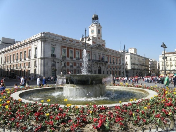 Что посмотреть в Малаге за 1 день 1. Площадь Пуэрта-дель-Мар Старинная площадь в центре исторического района Малаги, откуда начинается большинство экскурсий. Но перед тем, как отправиться в