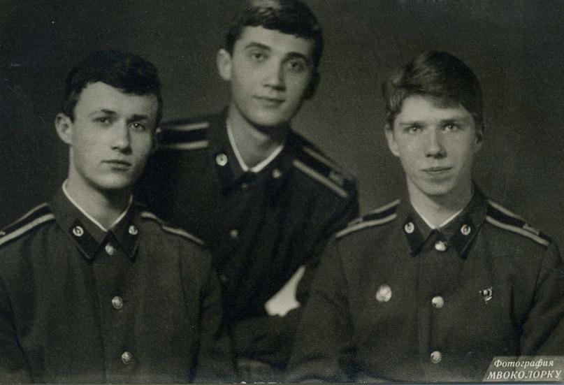В центре - Андрей Голубев, справа - Володя Черников