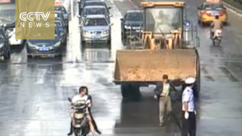 Road rage rampage police shoots down bulldozer driver who endangered public security