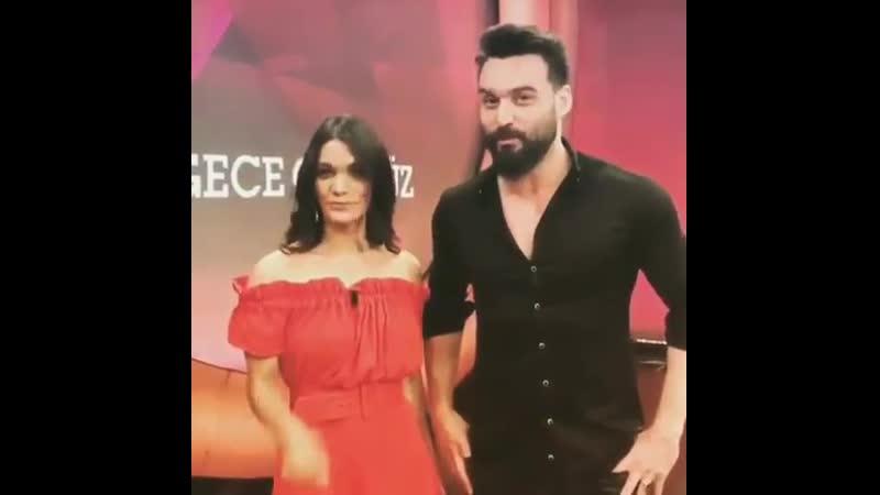 Али Эрсан Дуру и Бесте Кёкдемир на передаче Gece Gündüz