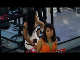 Pattaya lk metro. women who works in the beer bar too absorbed in her job . lol