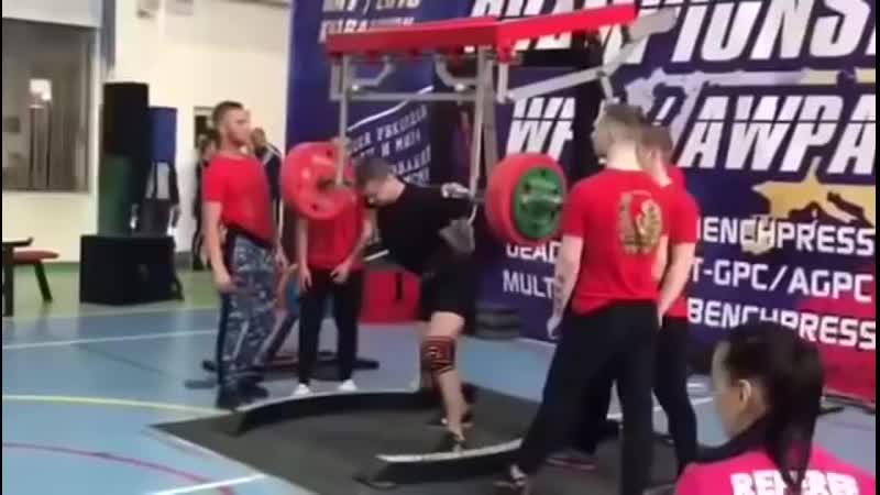 На чемпионате Евразии по пауэрлифтингу спортсмен Ярослав Радашкевич получил жуткую травму