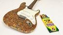 Guitarra feita de 1200 lápis de cor